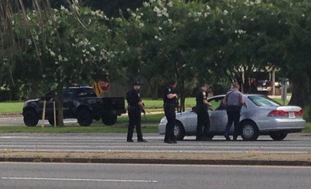 Baton Rougen kaupungissa Louisianan osavaltiossa Yhdysvalloissa on ammuttu poliiseja kohti.