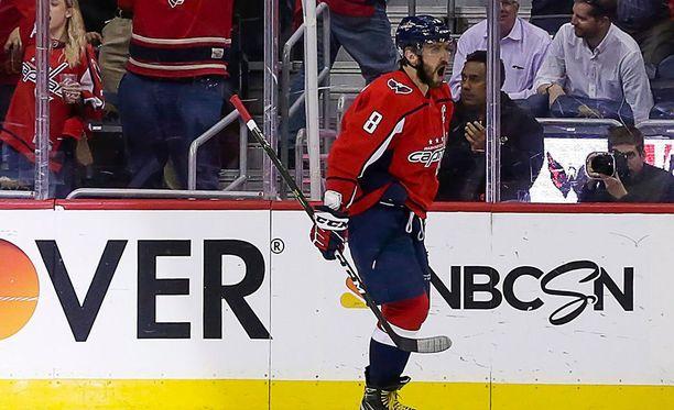 Washington Capitalin Aleksandr Ovetshkin iski uransa 100. pisteen NHL-pudotuspeleissä Pittsburgh Penguinsia vastaan.