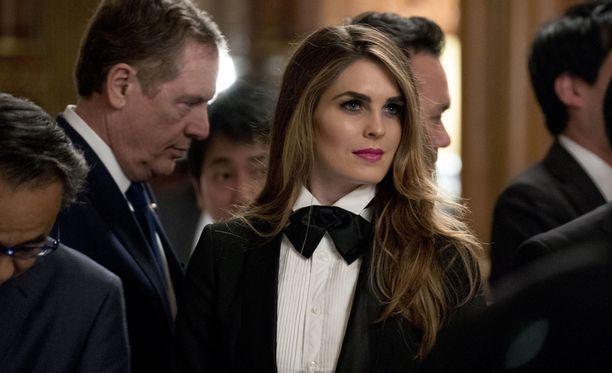 Trumpin viestintäjohtaja Hope Hicks säväytti vanhoillisesti pukeutuneiden miesten keskellä.