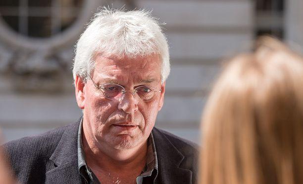 Uhrin isä Kees van Dongen piti tuomiota liian lievänä, koska Wallace saattaa päästä vapaaksi 12 vuoden kuluttua. - Hänen tulisi kuolla vankkilassa, sanoi isä.