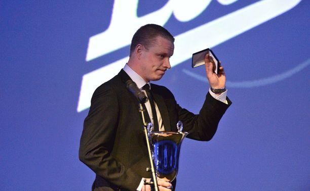 Mestarijoukkueen kapteeni Lasse Kukkonen sai Pekka Rautakallio -palkinnon (paras puolustaja).