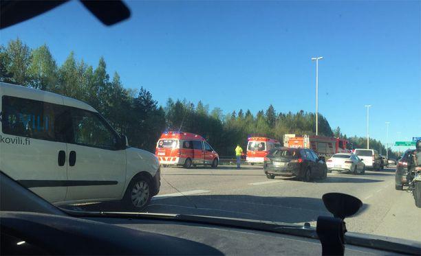 Moottoripyöräonnettomuus aiheutti ruuhkaa perjantaiaamuna Lahdentiellä.
