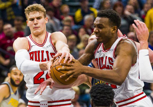 Chicago Bullsin etukentän pelaajat Lauri Markkanen ja Wendell Carter junior edustavat seuran tulevaisuutta.