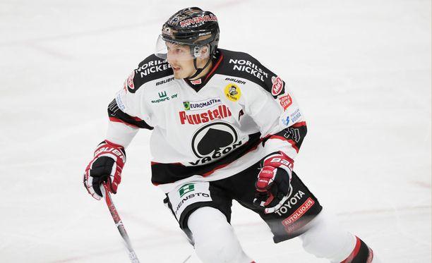 Jussi Makkonen vastasi ottelun ainokaisesta, kun Ässät voitti Sportin 1-0.