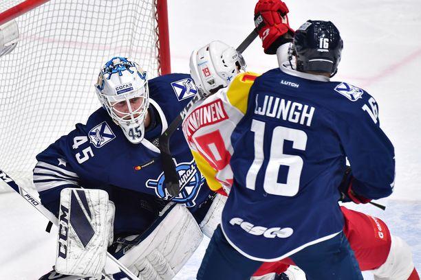 Vahvaa KHL-kautta pelaava Jussi Olkinuora torjui 29 narrikutia.