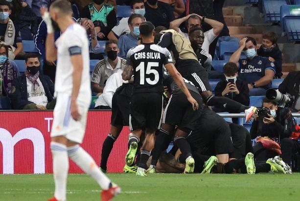 Sheriff Tiraspolin pelaajat juhlivat sensaatiomaista 2–1-voittoa Real Madridin kotikentällä.