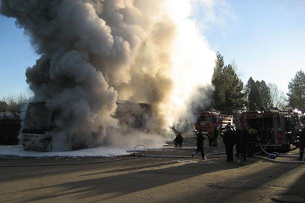 Bussi paloi Töysässä...