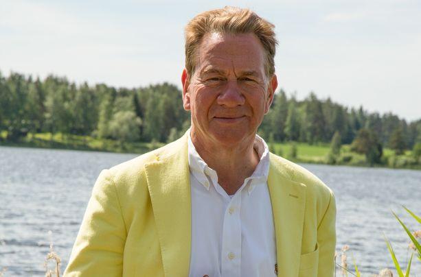 Suomessa Michael Portillo ihastelee järvellä vallitsevaa hiljaisuutta, jonka rikkoo vain lintujen laulu.
