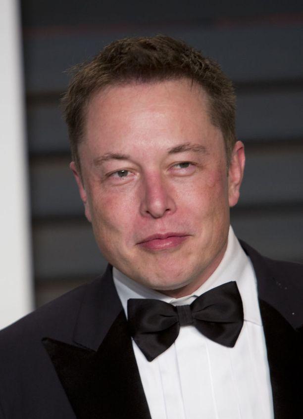 Elon Musk uhkasi jo ennakkoon lopettaa Trumpin neuvonantajana ja toteutti uhkauksensa välittömästi ilmoituksen jälkeen.