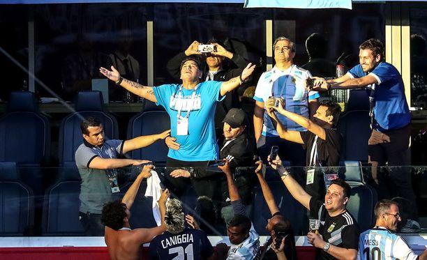 Diego Maradona sekoili kesken Nigeria-ottelun aitiossaan.