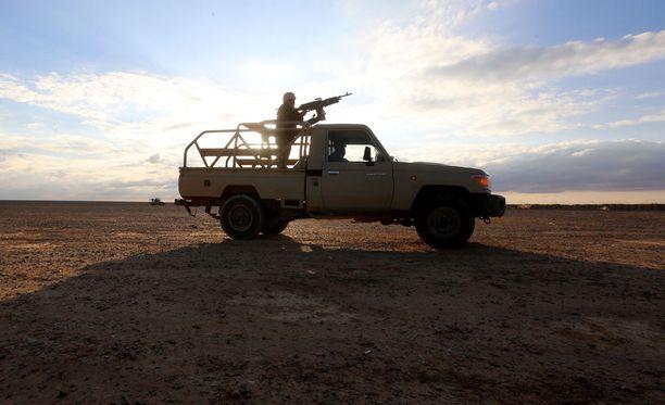 Jordanian sotilaita partioimassa valtavan Rugbanin pakolaisleirin lähettyvillä maaliskuussa.