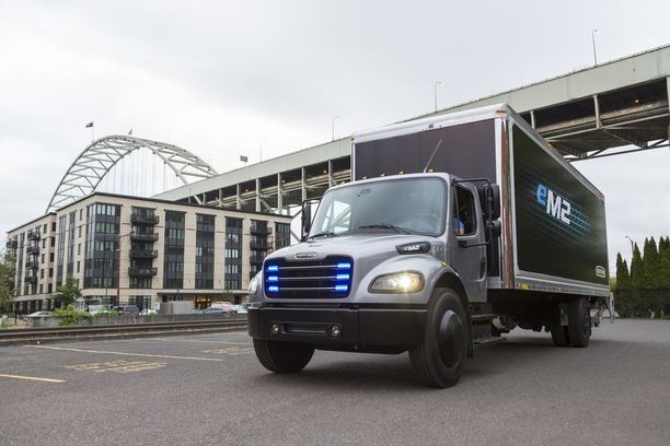 Yhdysvalloissa on otettu käyttöön ensimmäiset eM2-malliset täyssähkökuorma-autot, joiden toimintasäde on 370 kilometriä.