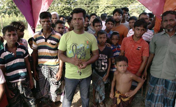 Ibrahim Khalil (etualalla) halusi auttaa kotikyläänsä perustamalla sinne koulun.