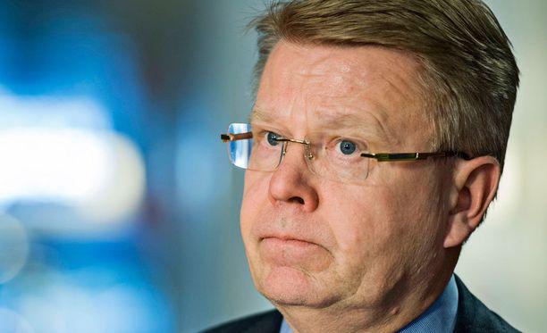 Jyri Häkämiehen mukaan Metsäteollisuuden ilmoitus on EK:lle pettymys.