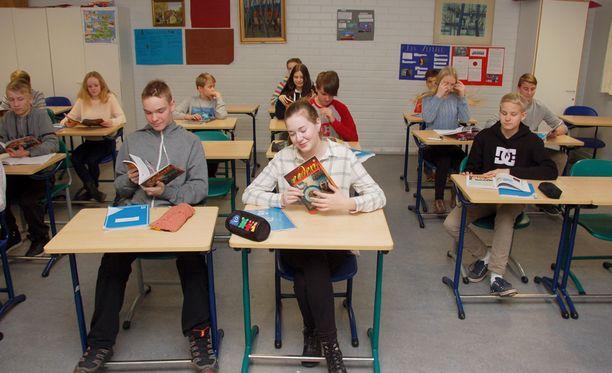 Naakan koulun 8C-luokan oppilaiden mielestä uskonnon opiskelu oli alakoulussa hyvin erilaista kuin yläkoulussa.