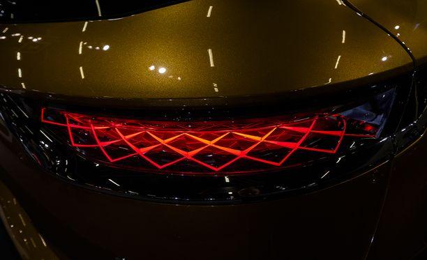 Viikonloppuna Helsingissä järjestetyn Auto 2018 -näyttelyn mahdollisesti tyylikkäimmät takavalot löytyivät DS7 Crossback -mallista.
