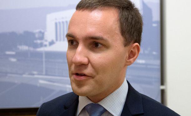 Kokoomuksen kansanedustaja Wille Rydman kritisoi turvapaikanhakijoiden määrän kasvua.