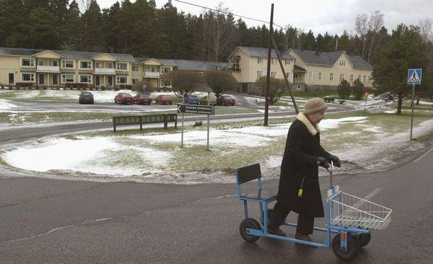 Väestö vanhenee nopeasti suurten kaupunkien kehyskunnissa.
