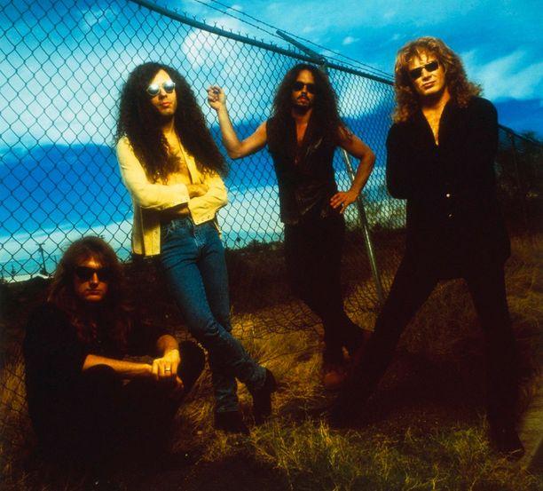 Basisti David Ellefson, kitaristi Marty Friedman, rumpali Nick Menza ja laulaja-kitaristi Dave Mustaine vuonna 1994.