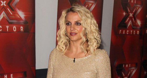 Britney Spears tuomaroi X-Factorissa ensimmäistä kertaa.
