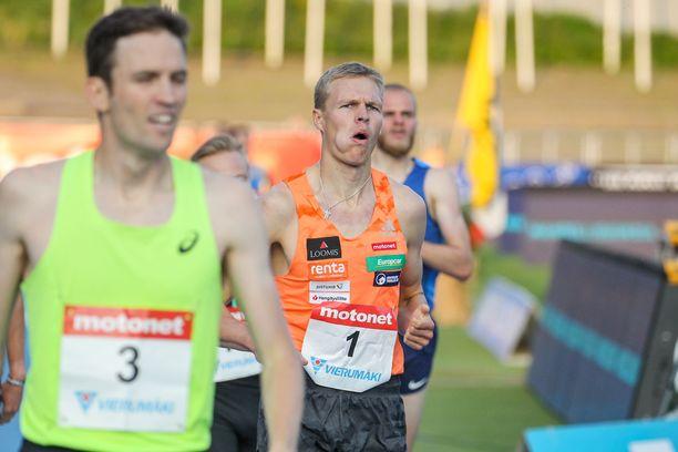 – Vaatiihan tämä vähän luonnetta. Väsymys alkaa lokakuussa ja alkaa helpottamaan toukokuussa, sanoo Topi Raitanen.