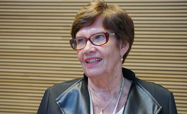 Sirkka-Liisa Anttila pohtii jatkoaan.