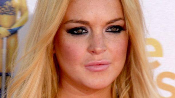 Lindsay Lohan miettii nyt kaltereiden takana törttöilyjään.