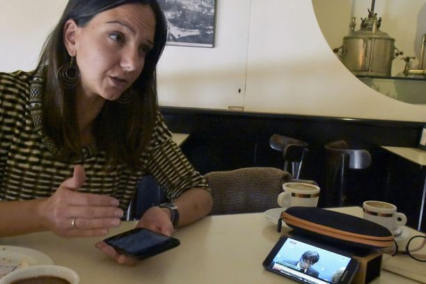 Rebeca Jardon kuunteli tiistaina epäuskon vallassa, kuinka Kataloniasta paennut aluejohtaja Carles Puigdemont piti puhetta Belgiata käsin.