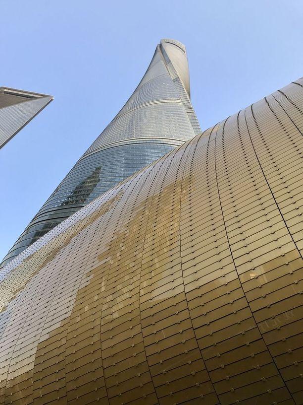 Shanghain Pudongin alue rakennettiin parissakymmenessä vuodessa suosta pilvenpiirtäjäkeskittymäksi. Shanghai Tower on maailman toiseksi korkein rakennus.