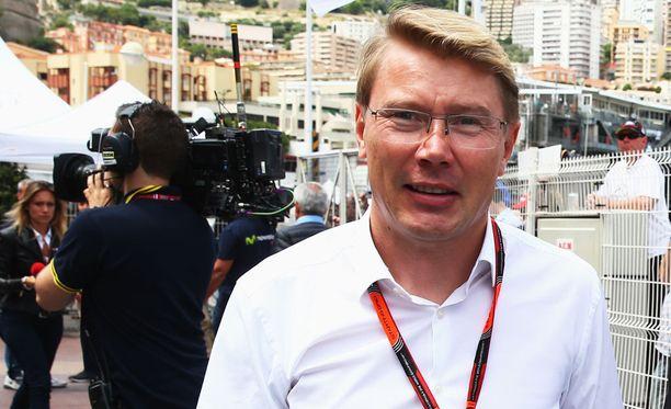 Mika Häkkinen on yhä tuttu näky F1-varikoilla.