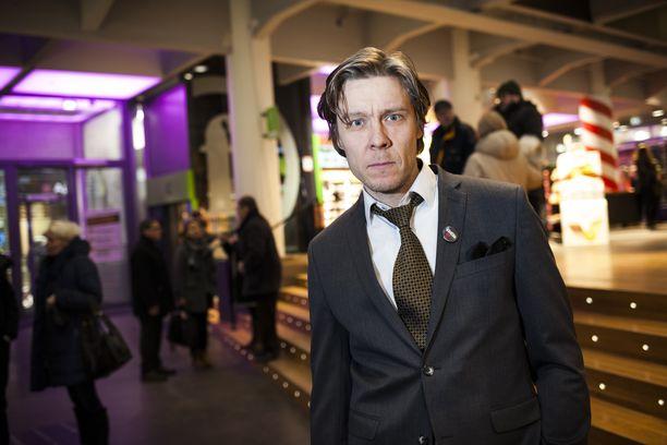 Tuukka Temonen analysoi Iltalehdelle Valmentaja-elokuvan floppaamisen syitä.