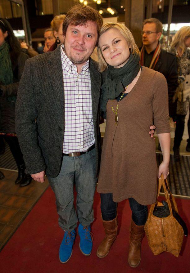 Janne Kataja edusti Ulla-vaimonsa kanssa Risto-elokuvan kutsuvierasnäytöksessä marraskuussa 2011.