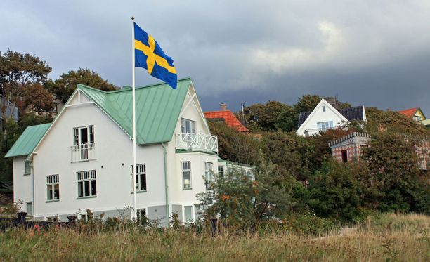 Suomessa lainoja maksetaan kovaa vauhtia takaisin pankille, mutta Ruotsissa asuntolainaa ei välttämättä lyhennetä lainkaan. Viime vuonna lyhentäjien osuus asuntolainaa ottaneista oli 60 prosenttia. Kuvituskuva.