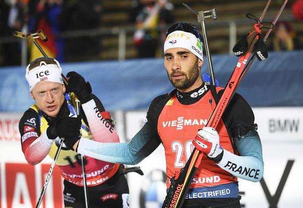 Johannes Bö (vas.) ja Martin Fourcade käyvät ampumahiihdossa tiukkaa kuninkuustaistelua.
