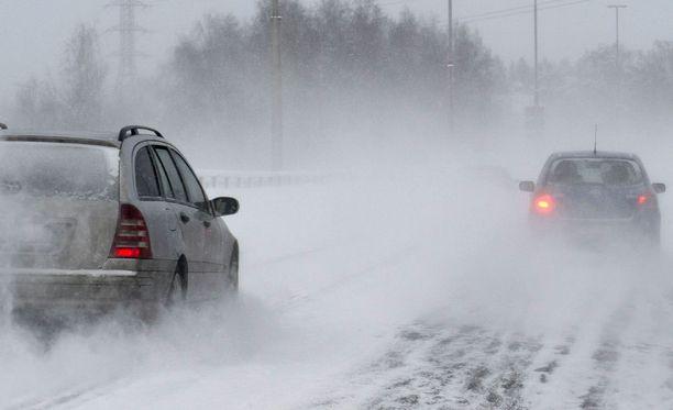 Forecan sääennusteen mukaan lumiset ja sohjoiset ajotiet haittaavat liikennettä myös keskiviikkona.
