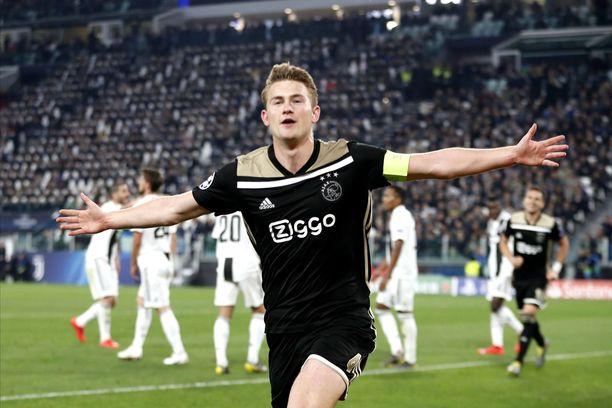 Matthijs de Ligt puski 2-1-voittomaalin Juventuksen verkkoon.