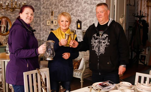 Heli ja Aki tapaavat Katri Helenan Porvoossa.