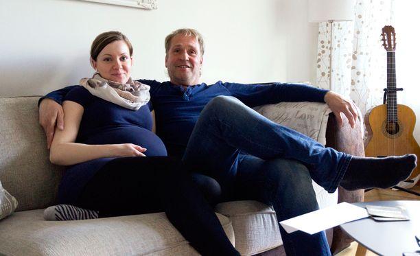 Minttu ja Hannu odottavat ensimmäistä yhteistä lastaan.