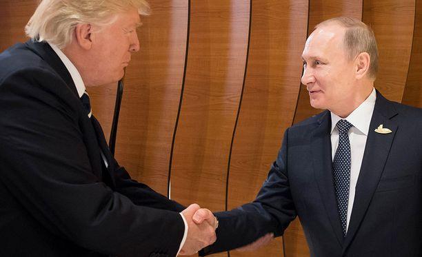 Trump ja Putin tapasivat ensimmäistä kertaa perjantaina.
