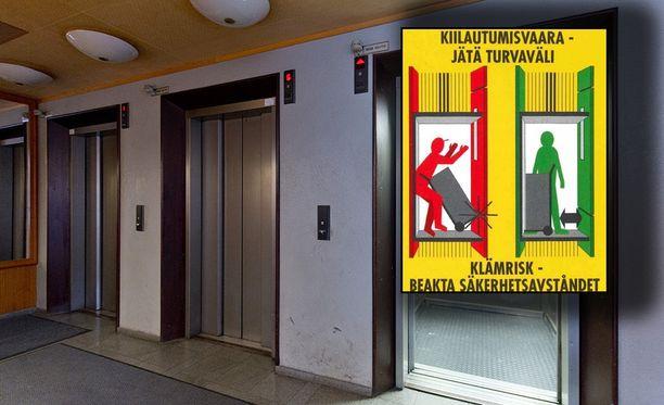 Mies kuoli kiilauduttuaan roska-astian ja hissin takaseinän väliin. Varoituskyltti on yleinen vanhemmissa hisseissä. Arkistokuva, varoituskyltti Stul:n tiedotteesta.