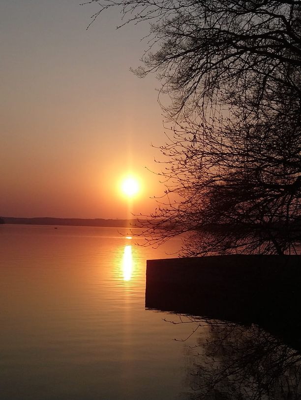 Poikkeukselliset auringonlaskut ovat keränneet paljon huomiota.