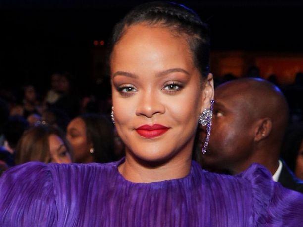 Huoli isän sairastumisesta sai Rihannan toimimaan.