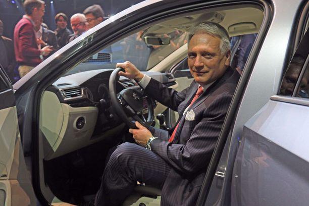 Skodan pääjohtaja Winfried Vahland oli ylpeä väestään, joka oli saanut aikaan Superbin.