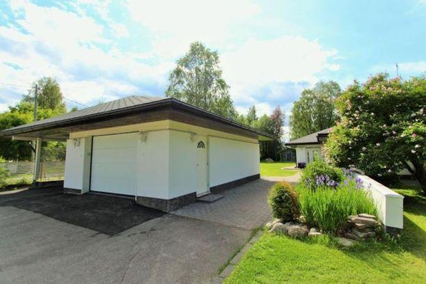 Rovaniemen saarenkylässä sijaitsevassa omakotitalossa on asuinpinta-alaa 216 neliötä.