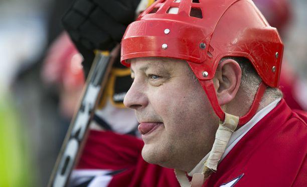 Esa Tikkanen muistetaan tiki-talkista ja Stanley Cup -sormuksista.