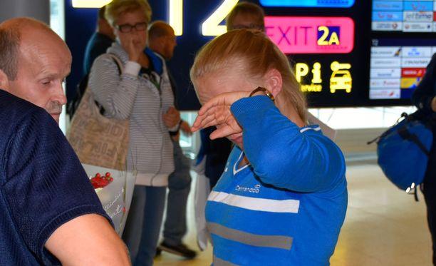 Petra Olli sai sankarin vastaanoton Helsinki-Vantaan lentoasemalla.