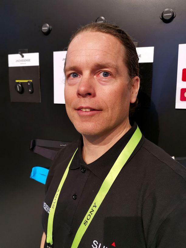 Suunnon uusien tuotekonseptien johtaja Terho Lahtinen esitteli keksintöä CES-messuilla.