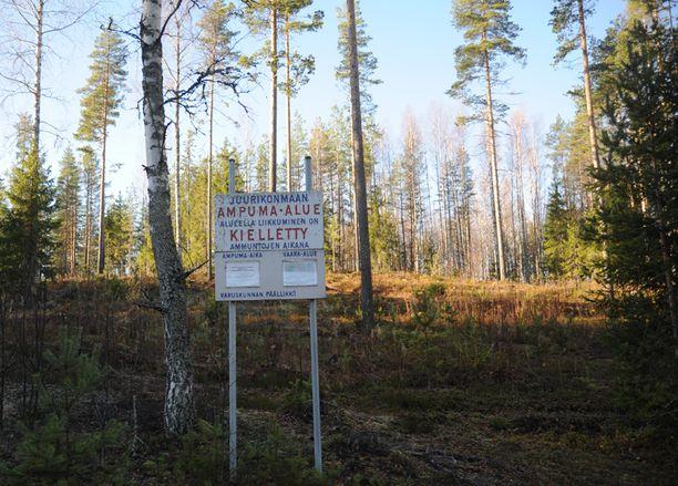 Kadonnutta varusmiestä on etsitty eilisillasta lähtien Vekarajärven maastosta.