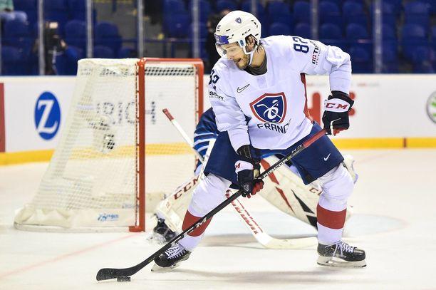 Tapparaan siirtyvä Charles Bertrand pelaa Ranskan joukkueessa MM-kisoissa.