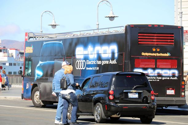 Turistibussikin oli tarroitettu Audilla ennen uutuuden julkistusta San Franciscossa.